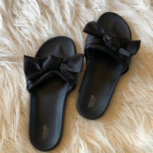 Mossimo Knotted Bow Slides